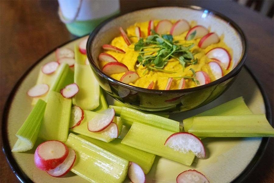 Golden Garlic Hummus